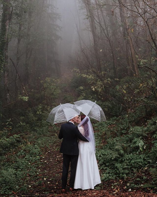 When it was later in the day and both the bride and groom were over it with the photos but we still asked if they want to do a quick one in the rain and... they said yes 💍 #nopun