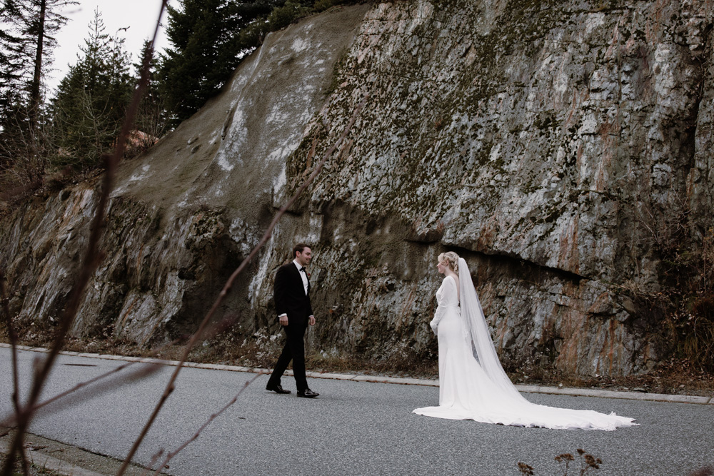 bride and groom vancouver wedding.jpg