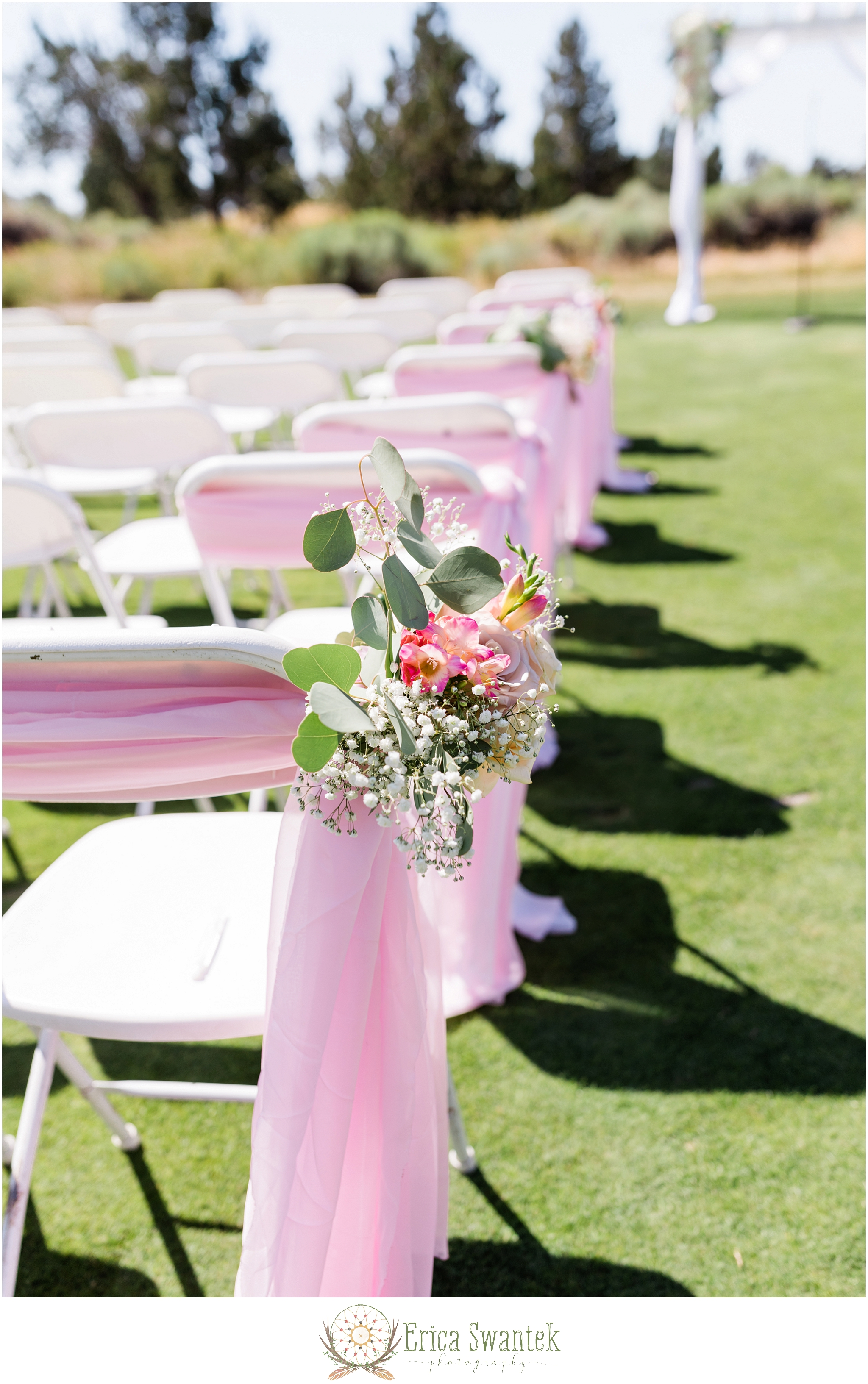 Juniper-Golf-Course Erica-Swantek-Photography Bend Floral Artistry - Ceremony-Aisle Chairs.jpg