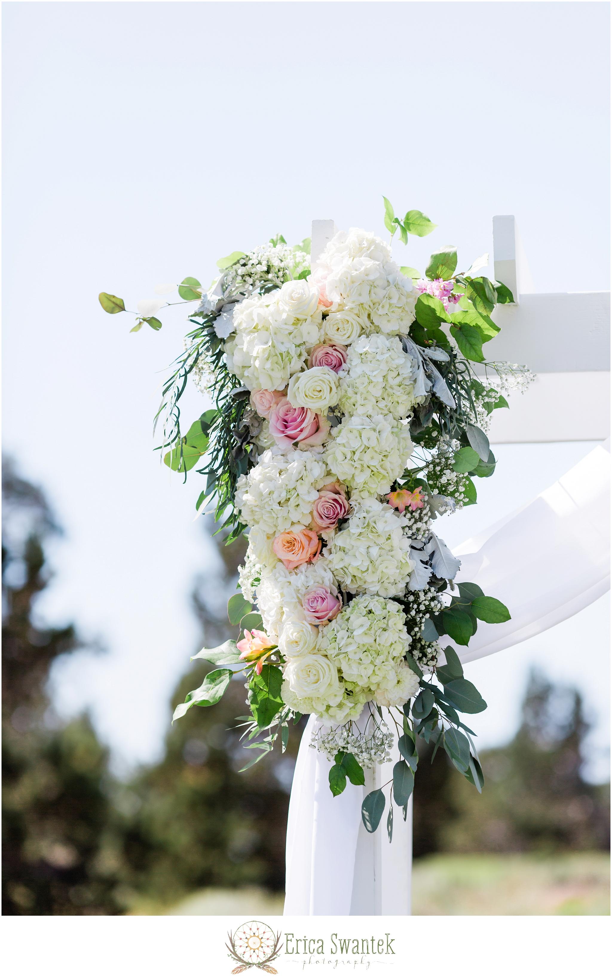 Juniper-Golf-Course Erica-Swantek-Photography Bend Floral Artistry - Ceremony Arbor3.jpg