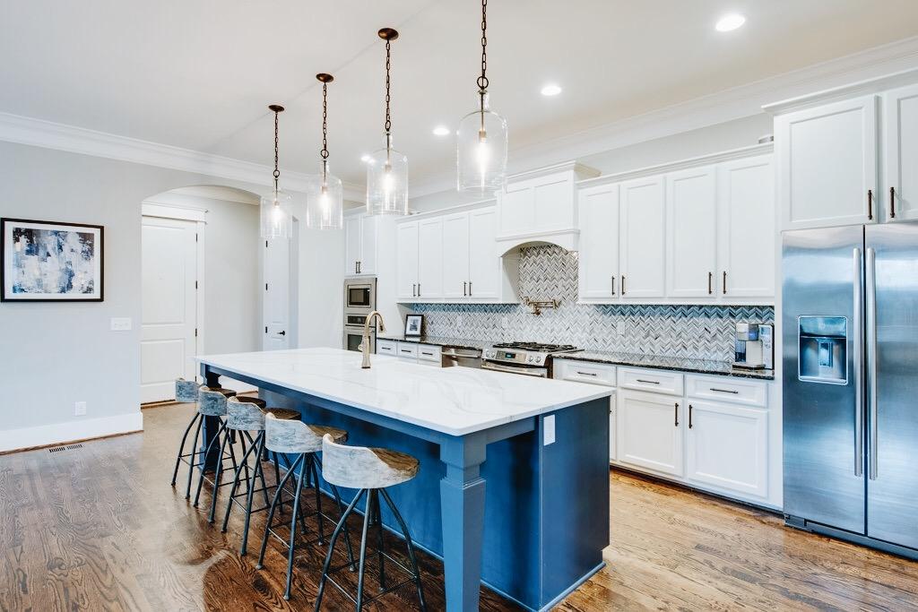 kitchen_white_and_blue.JPG