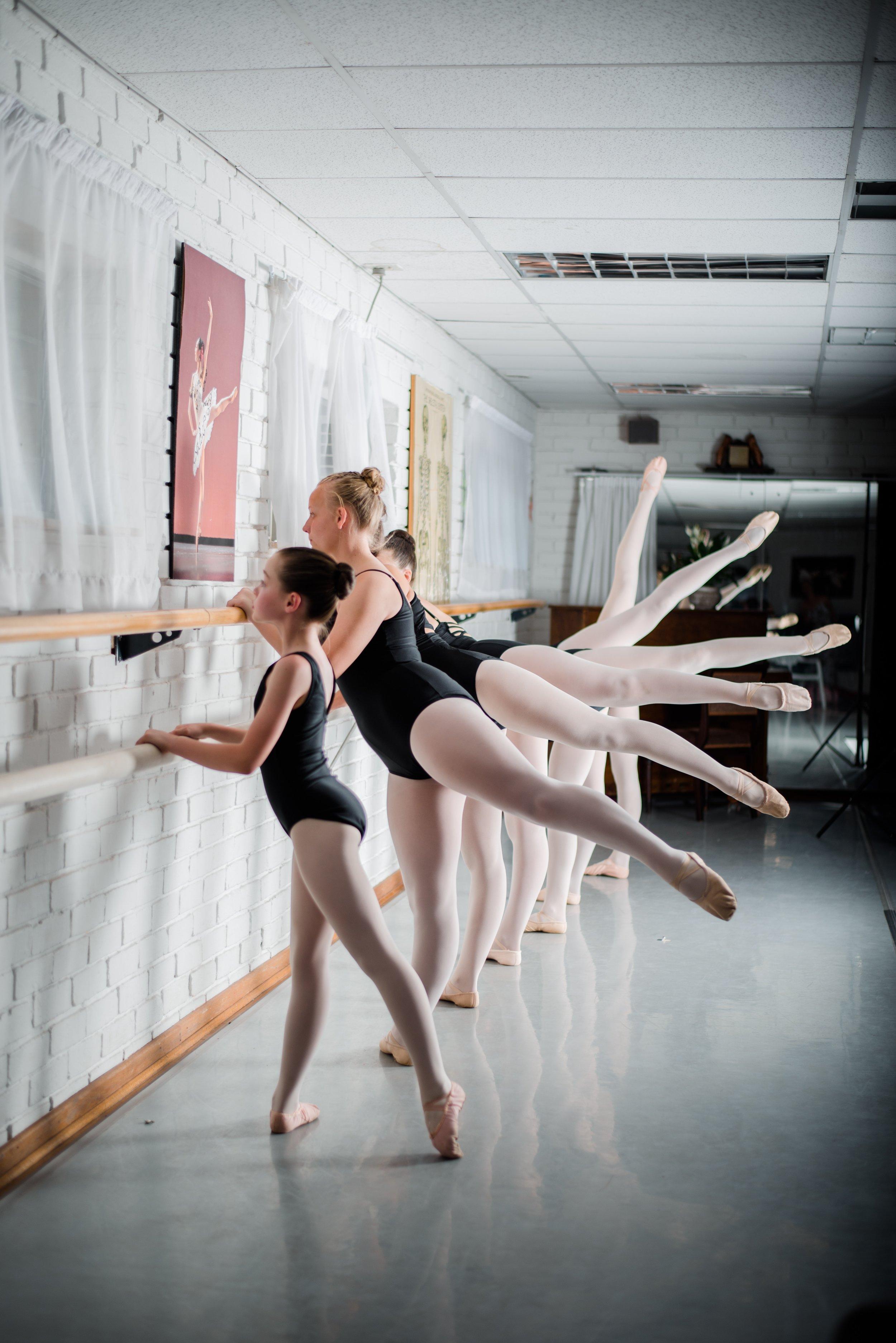 ballerinas-ballet-ballet-class-1638734.jpg