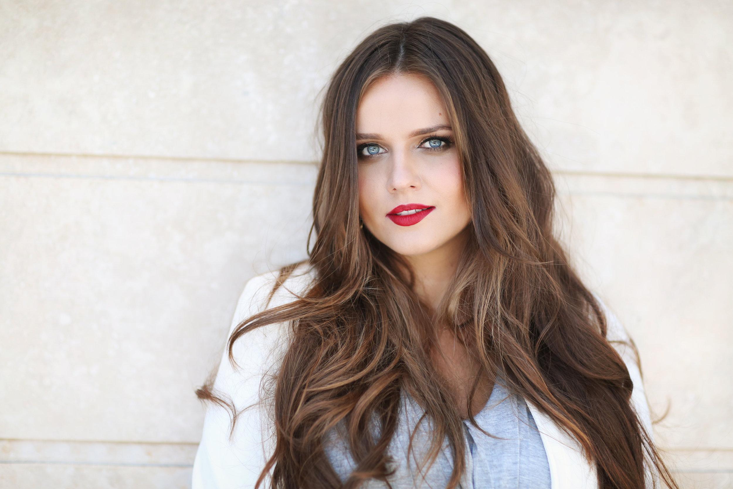Photo of fashion blogger Irina Bond from Orange County fashion Blogger.