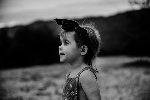 """ʸᵒᵘ ʷᵉʳᵉ ʷⁱˡᵈ ᵒⁿᶜᵉ. ᴰᵒⁿ'ᵗ ˡᵉᵗ ᵗʰᵉᵐ ᵗᵃᵐᵉ ʸᵒᵘ."" ~ ᴵˢᵃᵈᵒʳᵃ ᴰᵘⁿᶜᵃⁿ  Young eyes. Fresh eyes. To see the world from a fresh new lens, a childs eyes, and enjoy the #magicofchildhood even as an adult - less the worries that invade our souls would be such a glorous magical thing, wouldn't it? But, yet, we grow, and we forget to live freely, happily and enjoy life like we once did, just as a child did. We forget to see the world as a child does. So innocently, so purely...so lovely. We forget to dream and enjoy the simplist smallest of things like we once did. Oh, how we can see through the eyes of a child, once again. 💫💫💫 ""ᴛʜᴇ ᴡᴏʀʟᴅ ɪs full ᴏf ᴍᴀɢɪᴄ ᴛʜɪɴɢs ᴘᴀᴛɪᴇɴᴛʟʏ ᴡᴀɪᴛɪɴɢ for ᴏᴜʀ sense ᴛᴏ ɢʀᴏᴡ sharper."" ~ ᴡɪʟʟɪᴀᴍ ʙᴜᴛʟᴇʀ ʏᴇᴀᴛ  #infinity_children #big_shotz_bw #tonesofgrace #theartofchildhood #candidchildhood #galleryoflightfeature #magicofchildhood #thesincerestoryteller #letthembelittle #thebest_capture #dearphotographer #pocket_bnw #talesofthemoment"