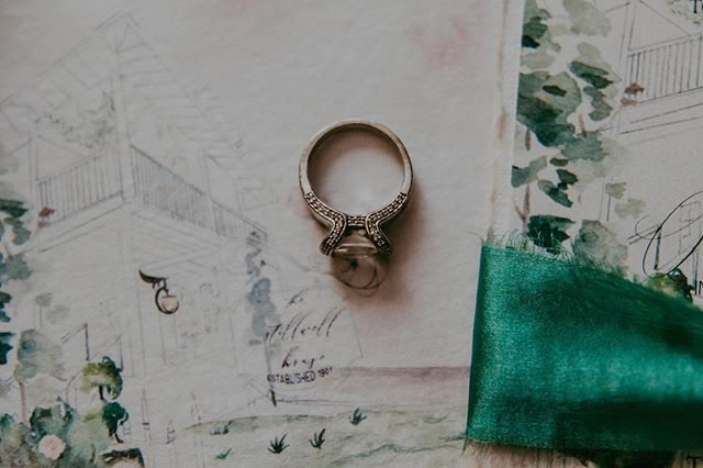 With this ring, I thee wed. 💍⠀⠀ ⠀⠀ #withthisring #weddedbliss #itheewed #creativelifehappylife #letterlove #livecolorfully #flashesofdelight #branding #branddesigner #everydayIBT #graphicdesigner #inspire #stationer #dailydoseofpaper #vintagerings #stationerylove #weddingstationery #craftsposure #creativebusiness #handmadepaper #decklededge #paperlove #modernbride #fortheloveofpaper #handbound #cottonpaper #brandingdesign #rusticwedding #stillwellhousewedding ⠀⠀ ⠀⠀ ⠀⠀