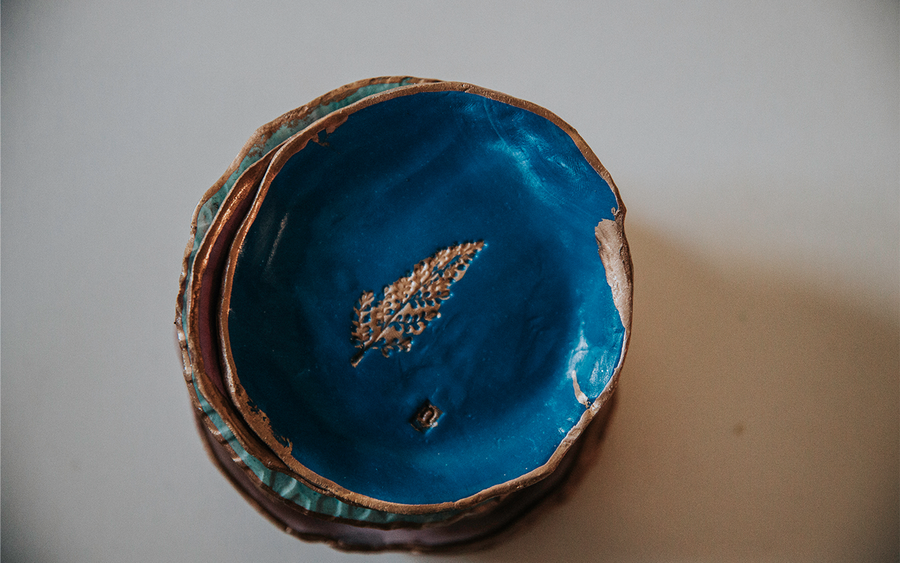 BLUE WATERS GOLD LEAF RING DISH