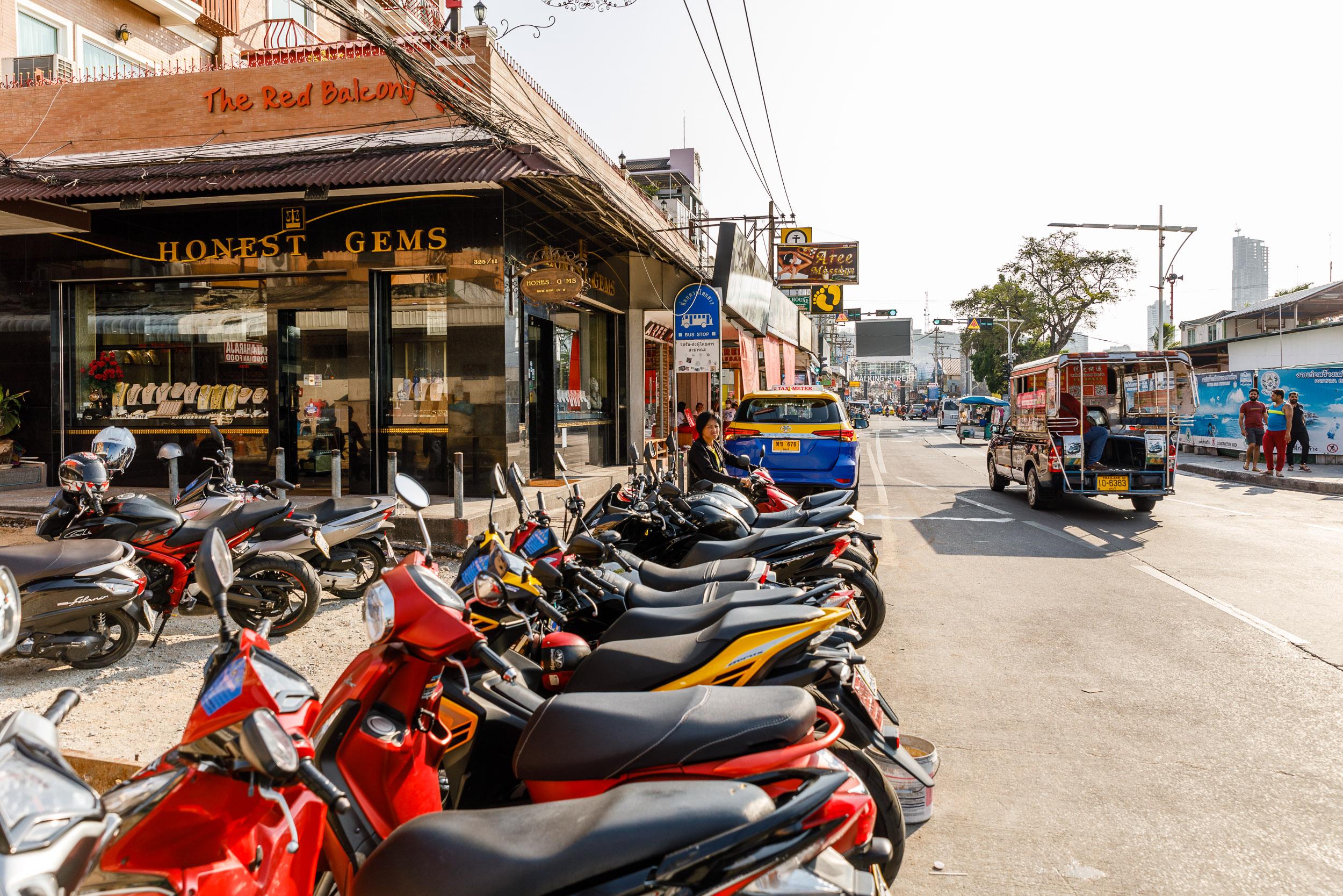 Feeling Lazy? Baht Bus to Walking Street in 1 Minute