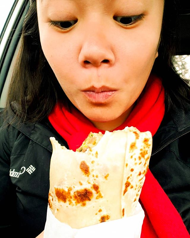 Sunday Funday 🤤 let's talk about Food aka Makanan di Indonesia 🇮🇩 dan 🇺🇸. . What foods are you currently craving??? . . I dearly missed tacos, guacamole, cheese, and beans while living in Indonesia. This was my first burrito upon coming home and it was everything I ever wanted! . However, it's been 5 months since I left Indonesia and I'm dying for some #tempegoreng #sotoayam #prasmanan #buburayam #terongbalado #warungss