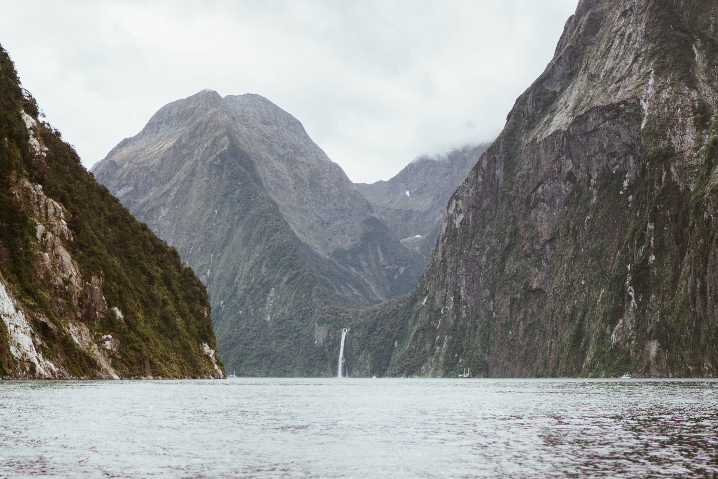 milford-sound-new-zealand.jpg
