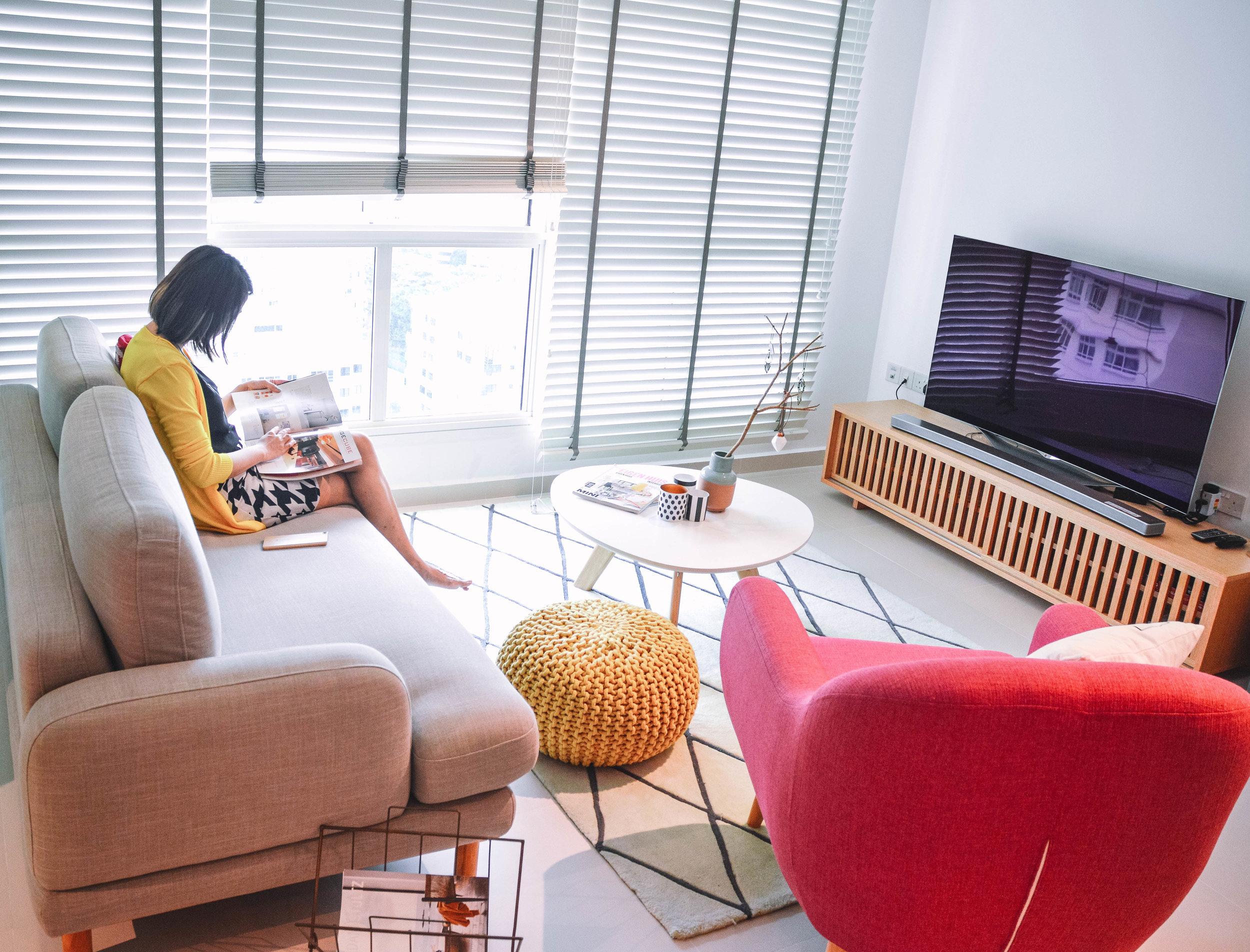 Modern Happy Living Room Design