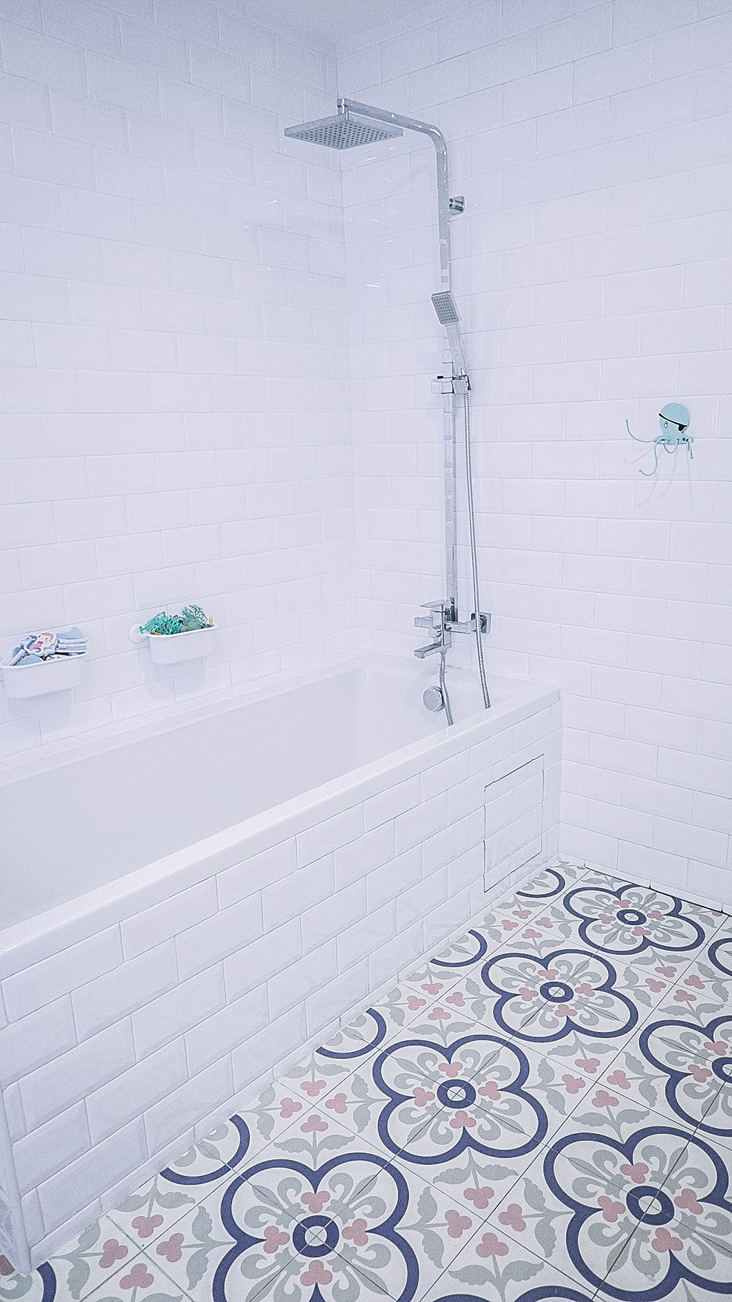 Cool Rain Shower Bathtub Graphic Tiles