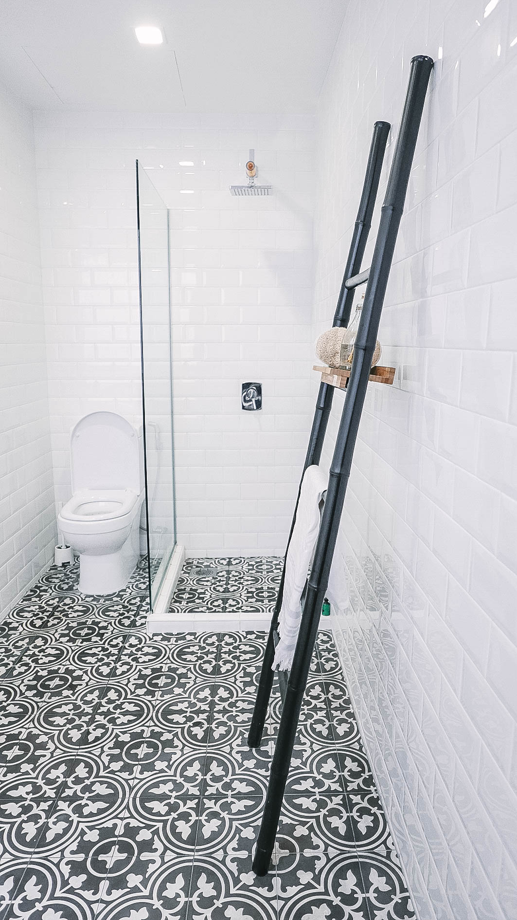 Monochrome Bathroom Floor Tiles Shower