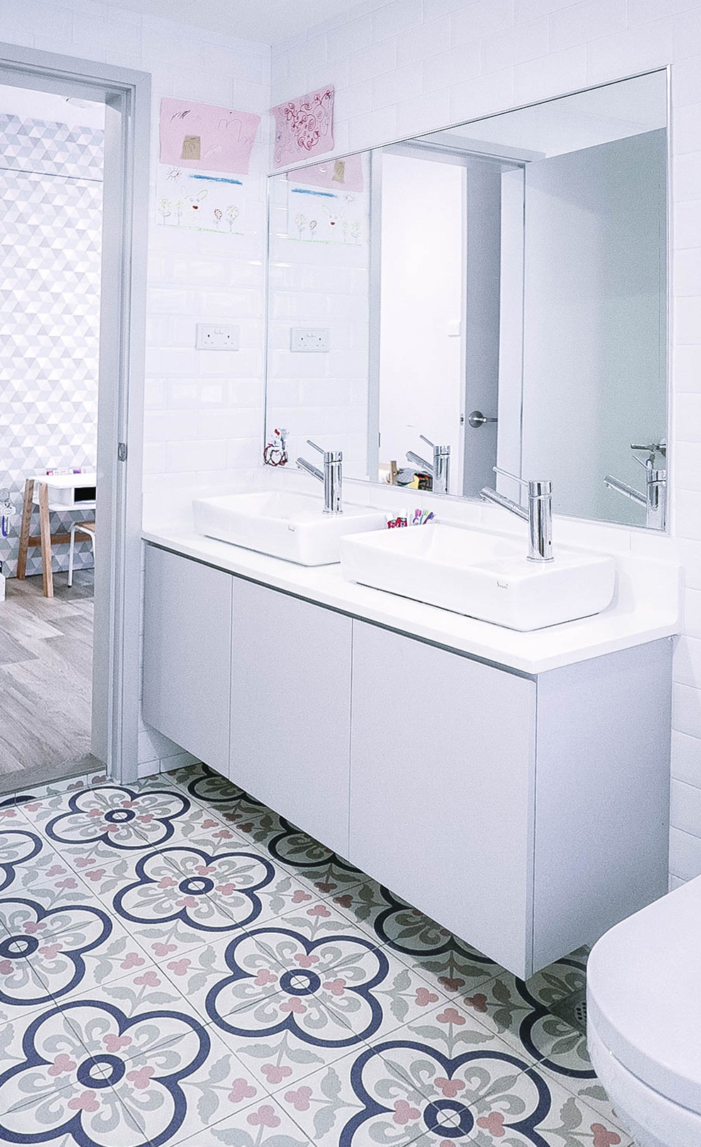 Bright Cool Urban Bathroom Floor Tiles Design
