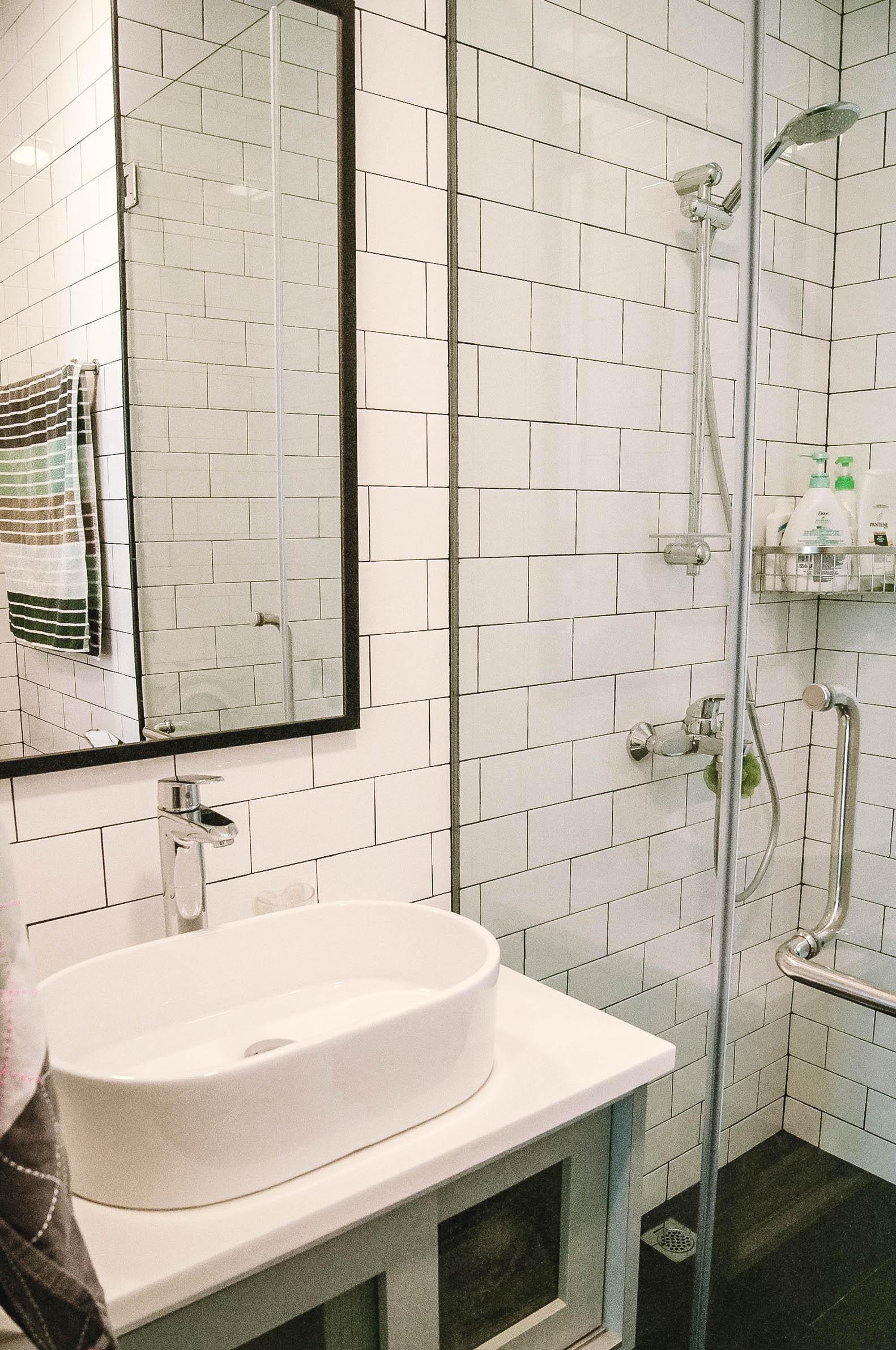 Stunning Bright Bathroom