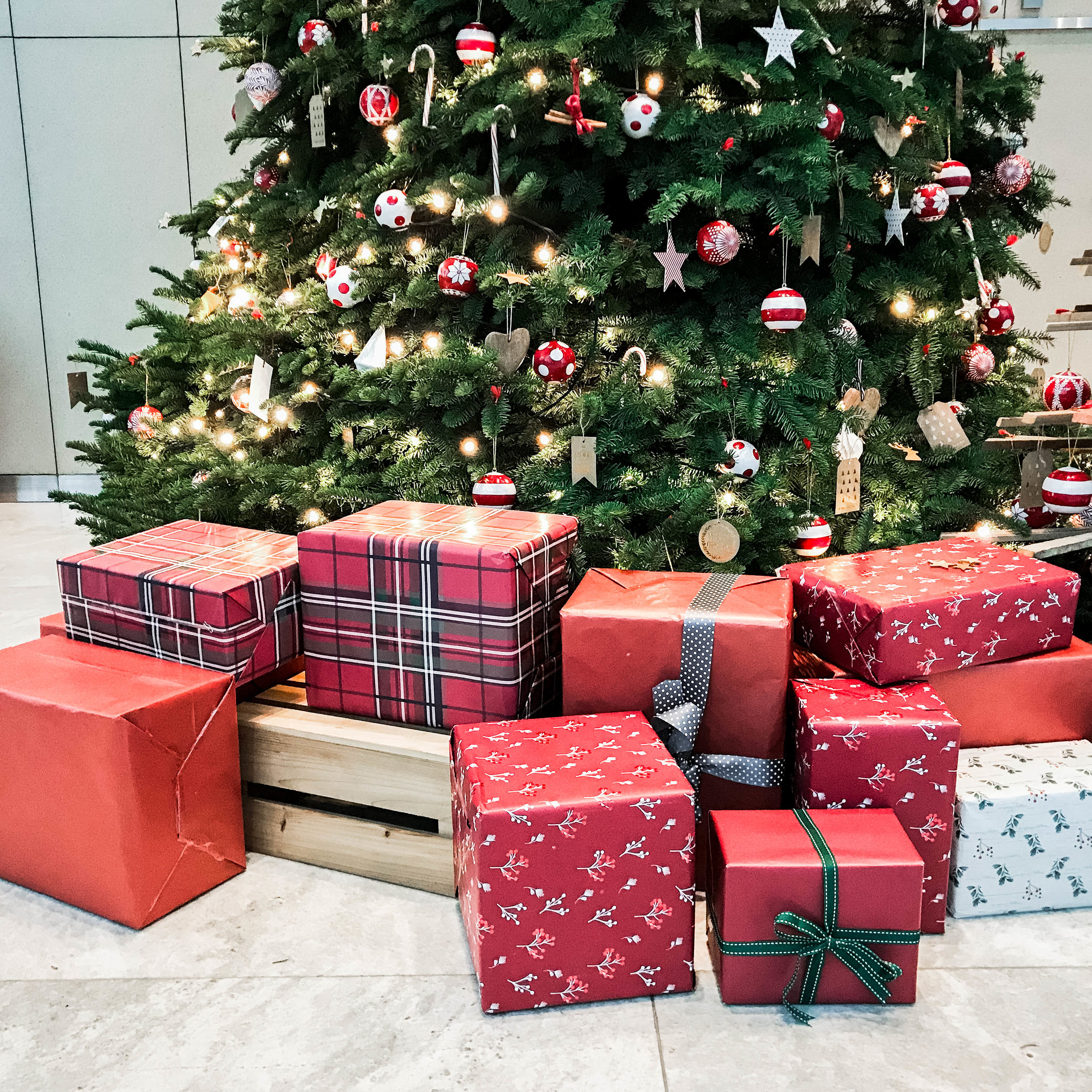 Christmas Tree Presents Styling Office Lobby