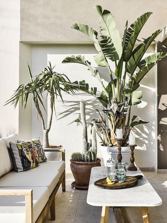 Make Room in Bali Design Banana Leaf.jpg