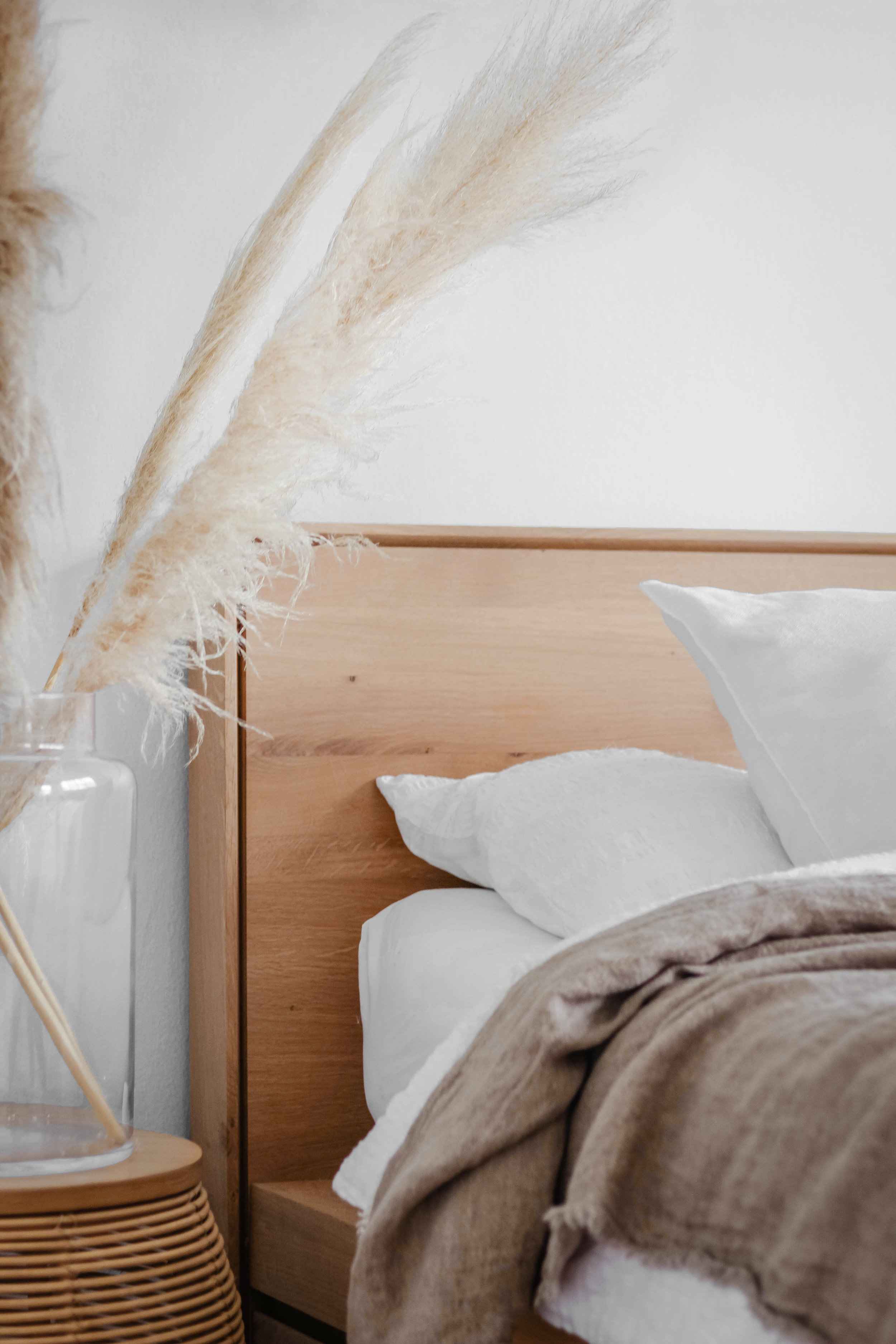 How to style your bedroom 3 ways minimal 3.jpg