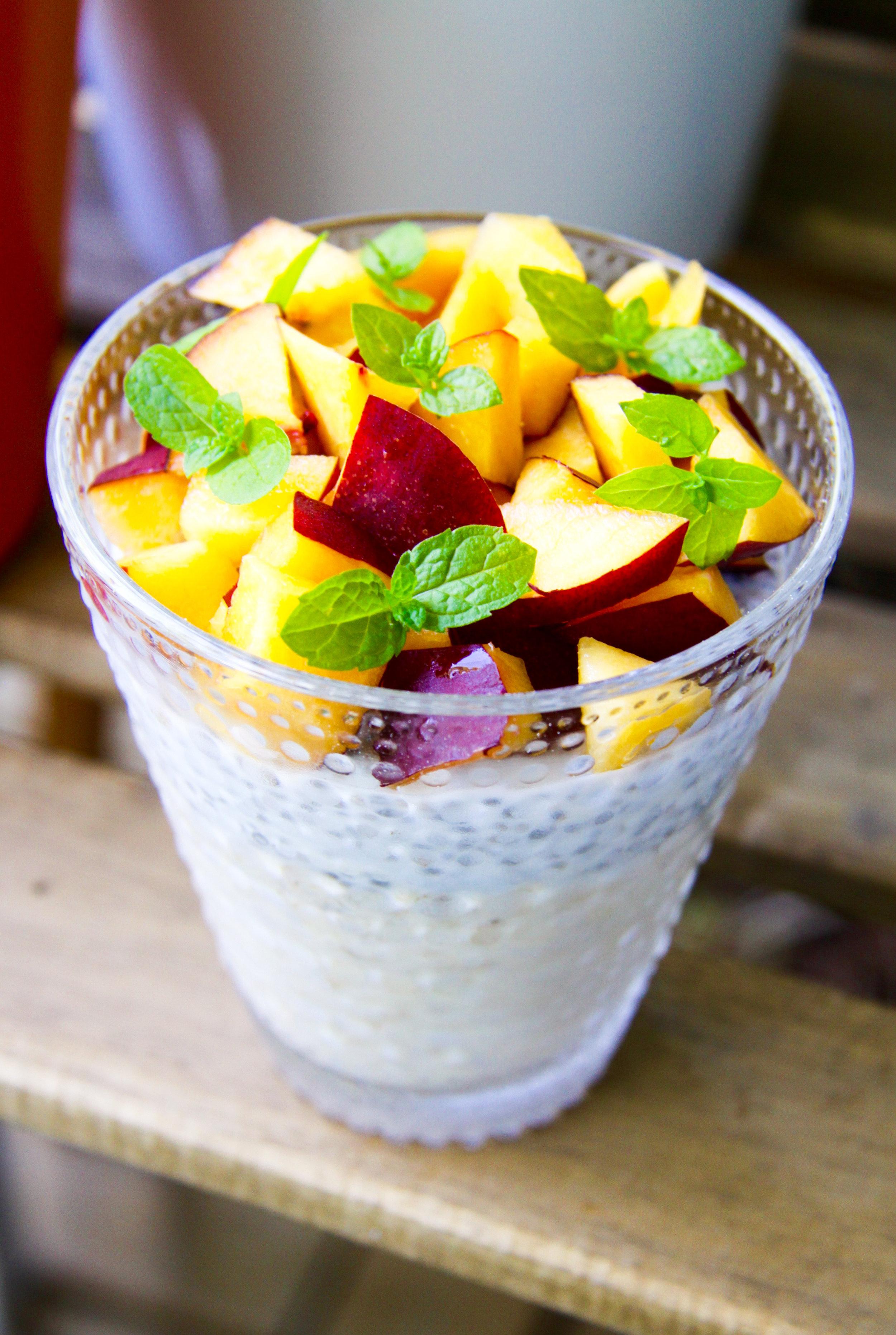 Overnight oats med chiafrön och nektarin