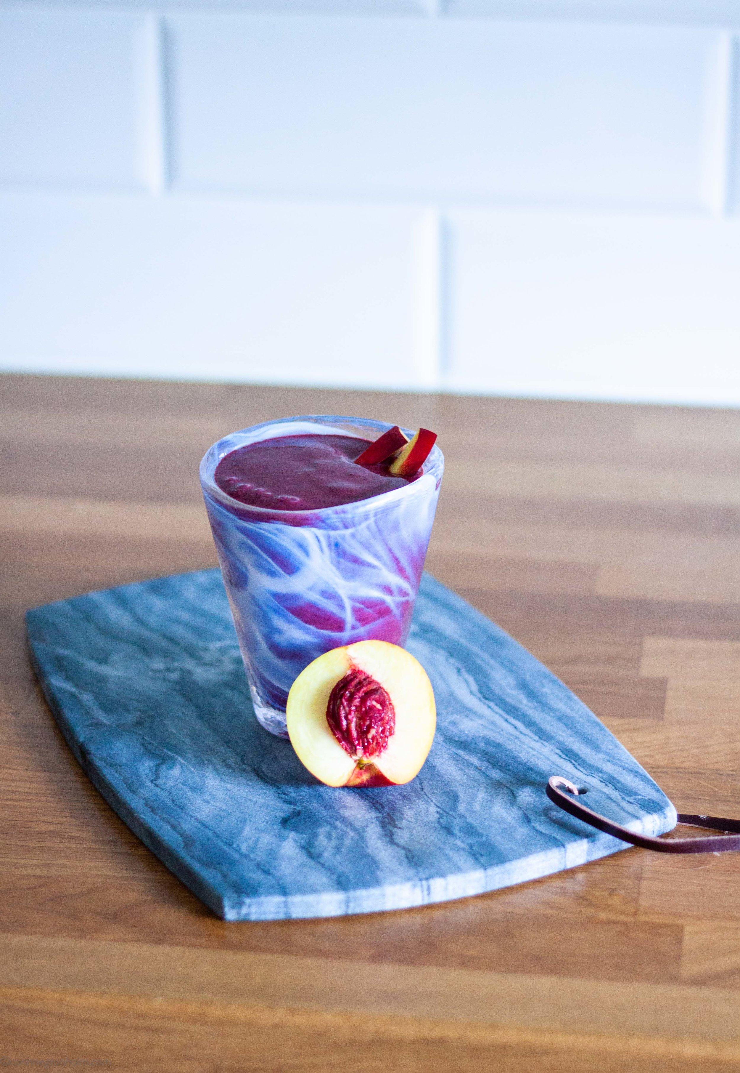 Enkel blåbärssmoothie med nektarin.