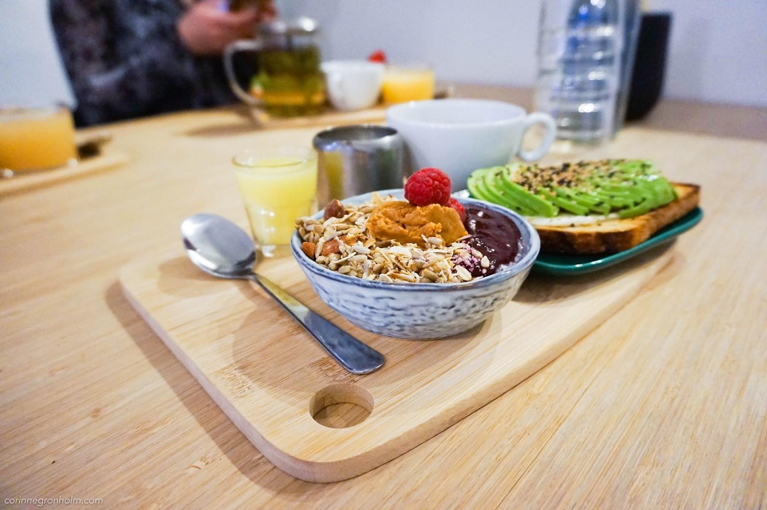 Mycket och mättande frukost på café Kuuma i Helsingfors.