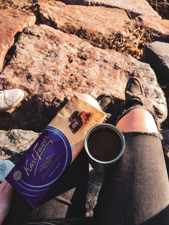 Favoritkombo just nu: kaffe och Fazers choklad med havssalt och knäckbitar.