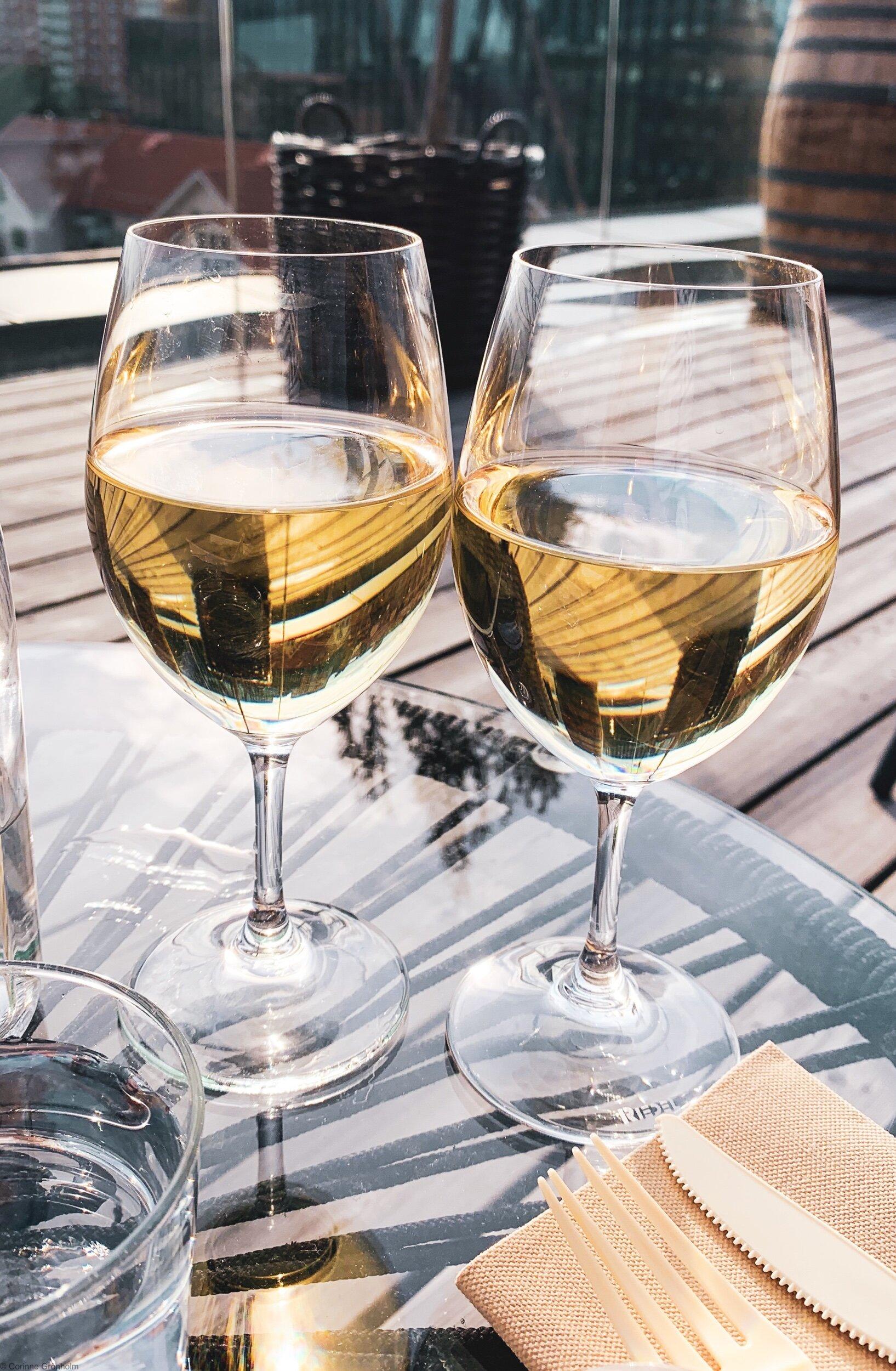 Från en sommaRkväll När vi drack ett supergott Glas vin, utan en gnutta alkohol.