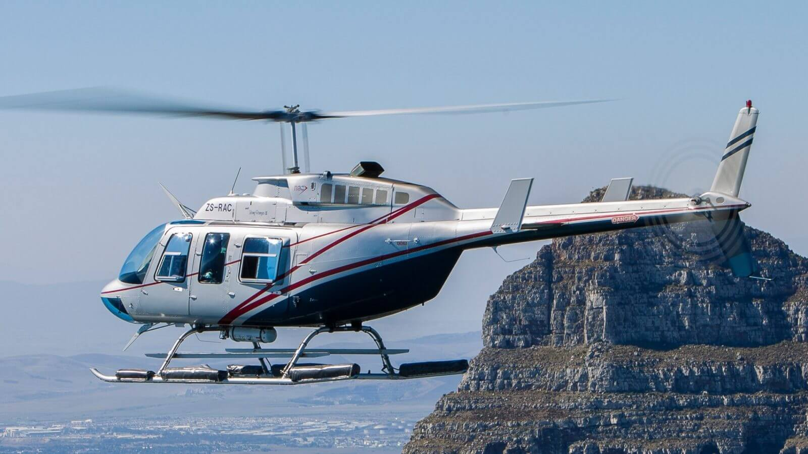 Winetasting-by-luxury-Helicopter-charter-1600x900.jpg