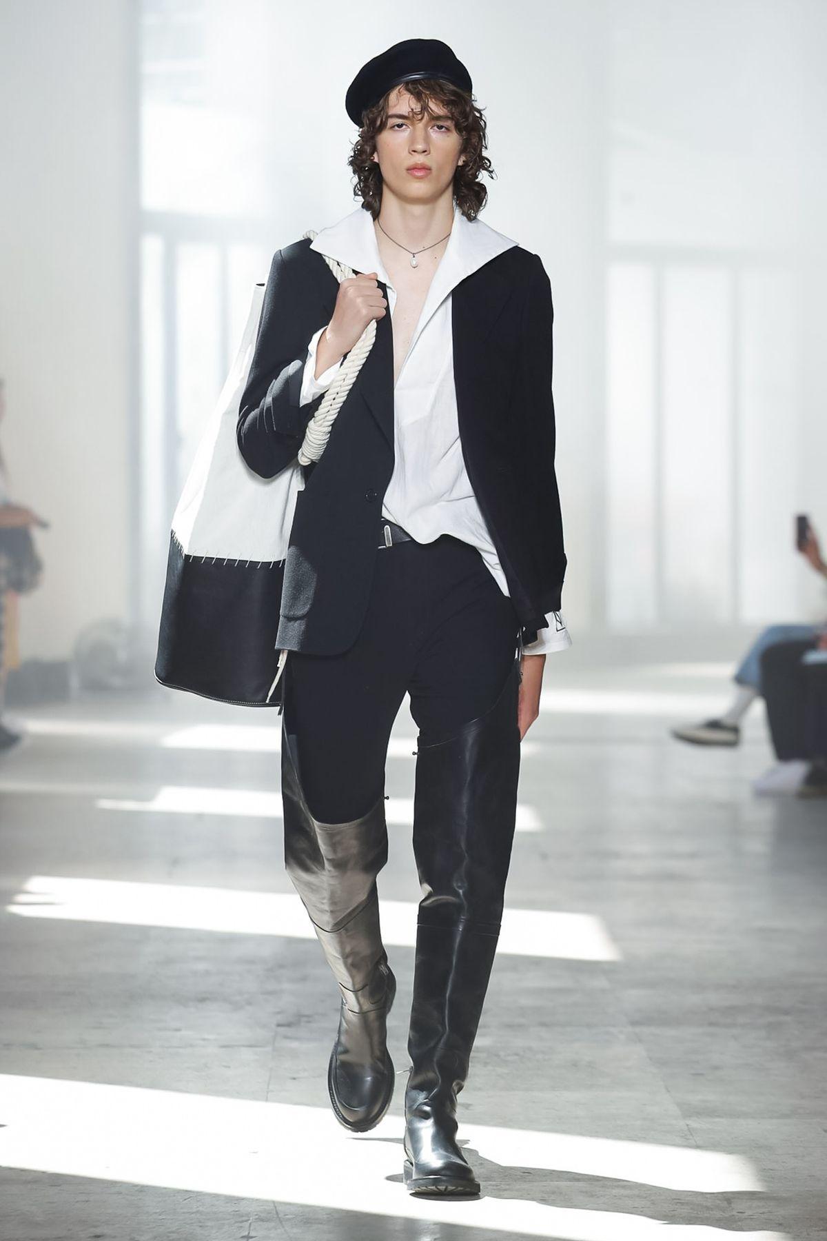 Ann_Demeulemeester_runway_ss20_look_1.jpg