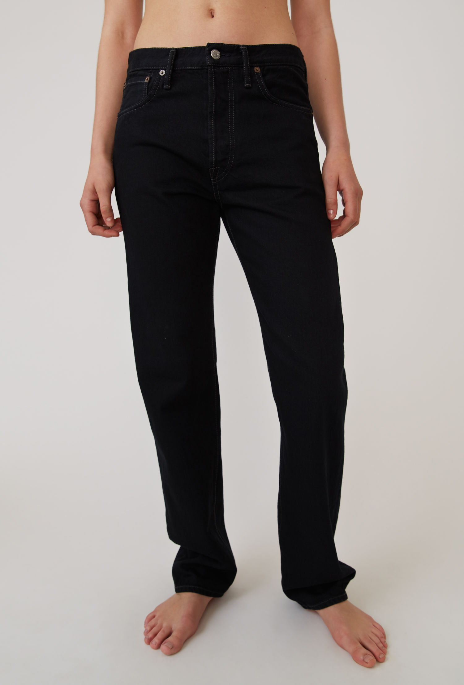 acne_studios_Classic_fit_jeans_black.jpg