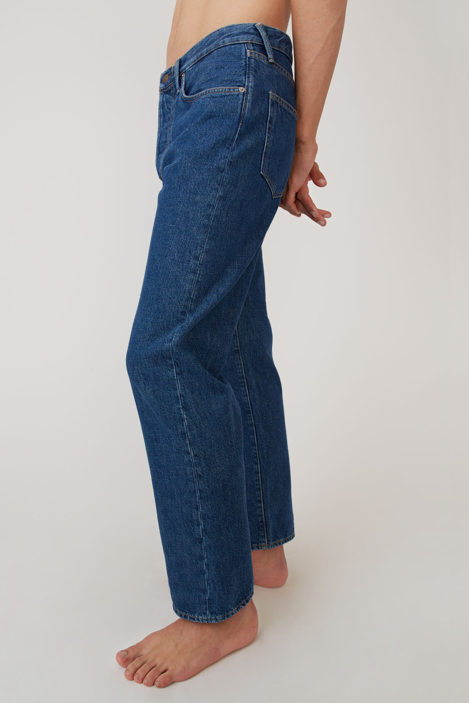 acne_studios_Loose_fit_jeans_dark_blue_2.jpg