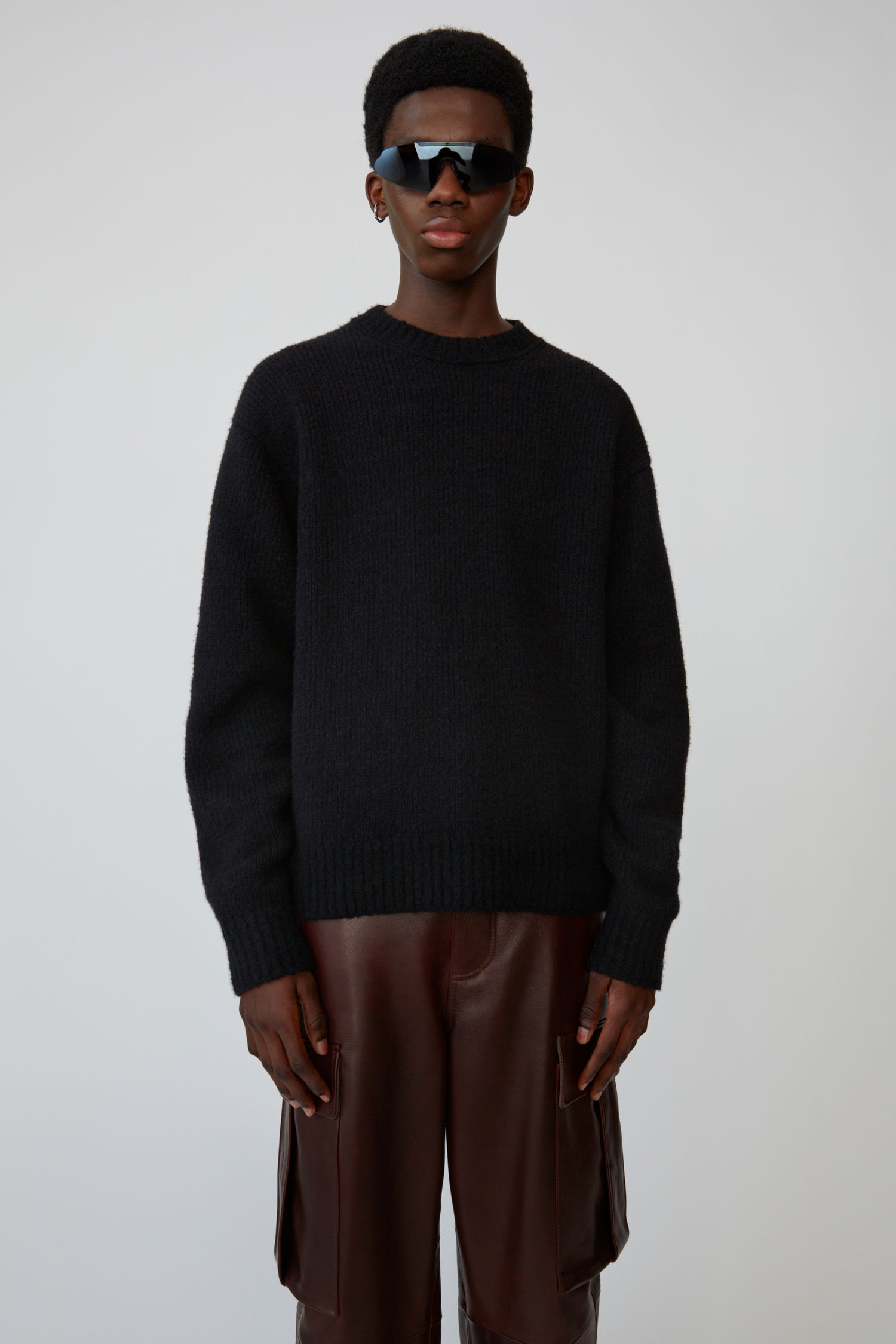 acne_studios_Relaxed_crewneck_sweater_all_black_1.jpg