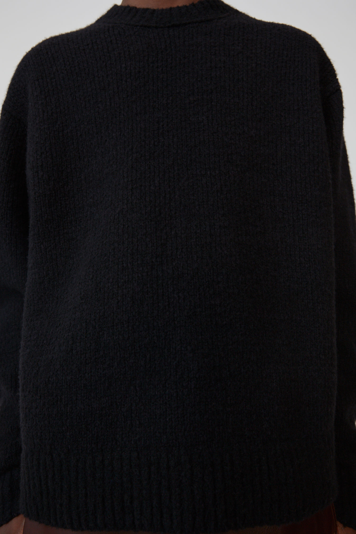 acne_studios_Relaxed_crewneck_sweater_all_black_2.jpg