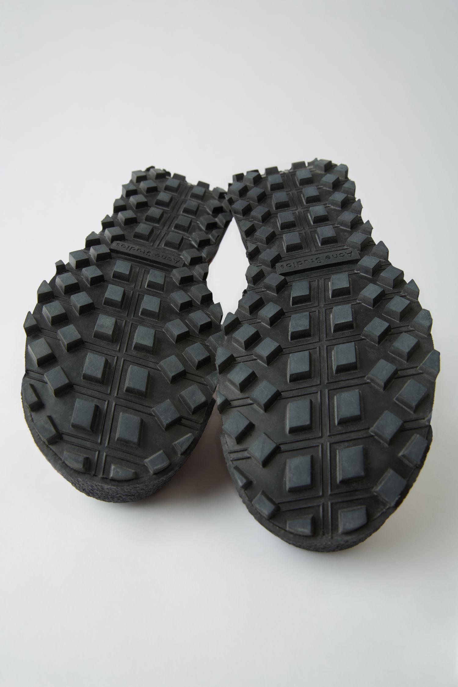 acne_studios_trekking_boots_multi_green_2.jpg
