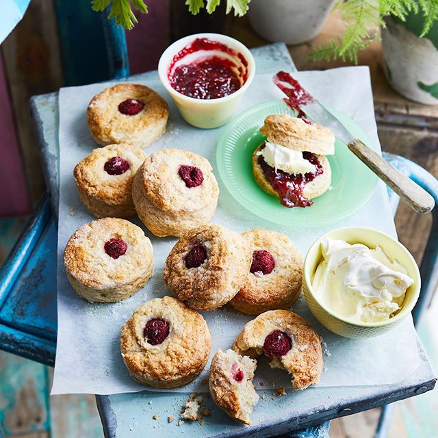 Could it be a more scone-worthy weekend forecast? ☀️ ***Double clotted cream and raspberry scones *** I've used clotted cream instead of butter in the dough for a super light and creamy baked scone. For me it is ALWAYS raspberry jam.  Recipe in June issue of #sainsburysmagazine In store now.  Lovely photo @Maja.smend.photo @bdarestifood @tonykhutchinson 🙏