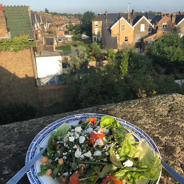 First dinner on the roof this summer - a total fridge raid salad but sunny all the same ☀️ First of many 🤞  #rooftops #summer #fridgeraid #salad #easydinner #sunset #london #stroudgreen #n4