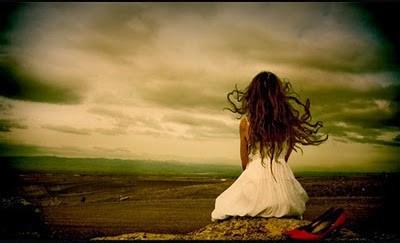 mujer-sola-y-triste-e1408283490198.jpg