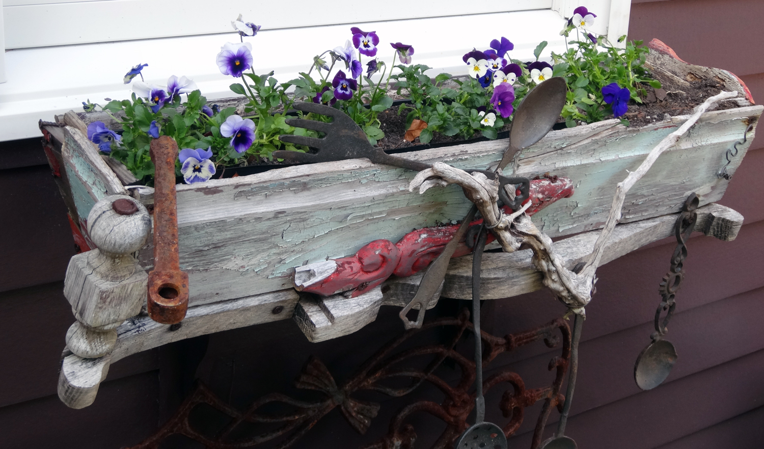 WEATHERED WOOD FLOWER BOX