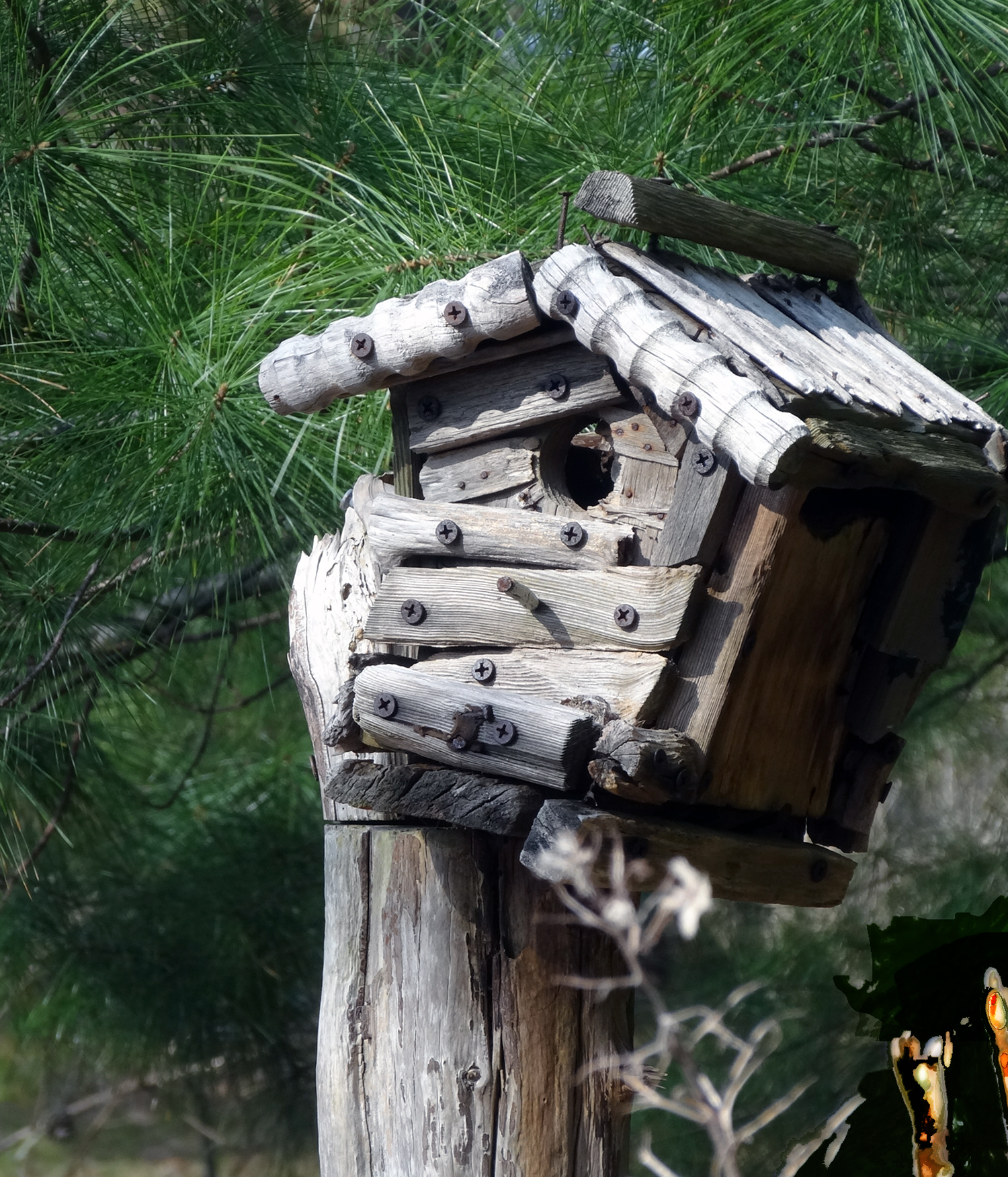 SEASONED BIRDHOUSE ~ Repurposed wood