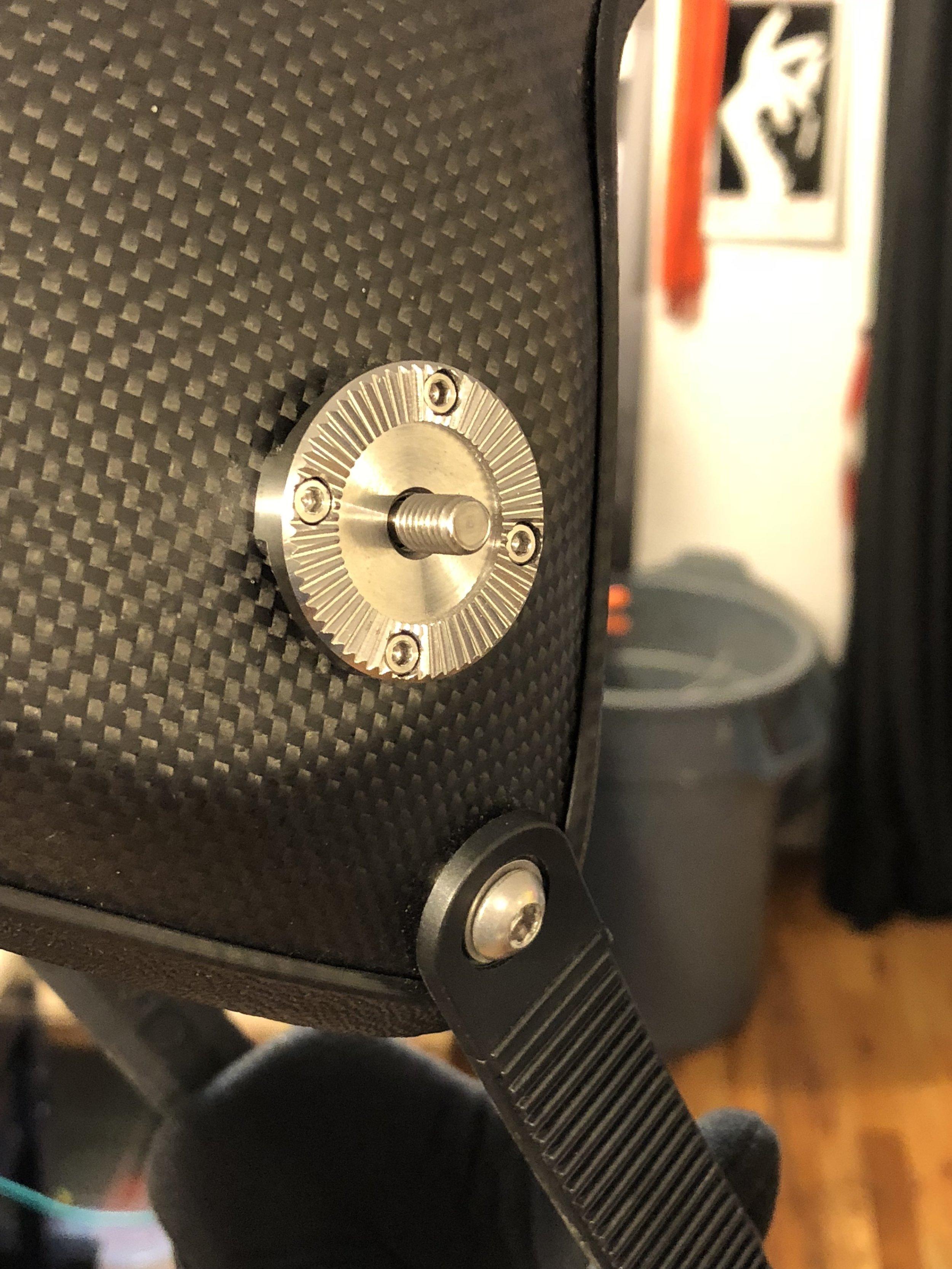 M6 captive screws for lower rosettes