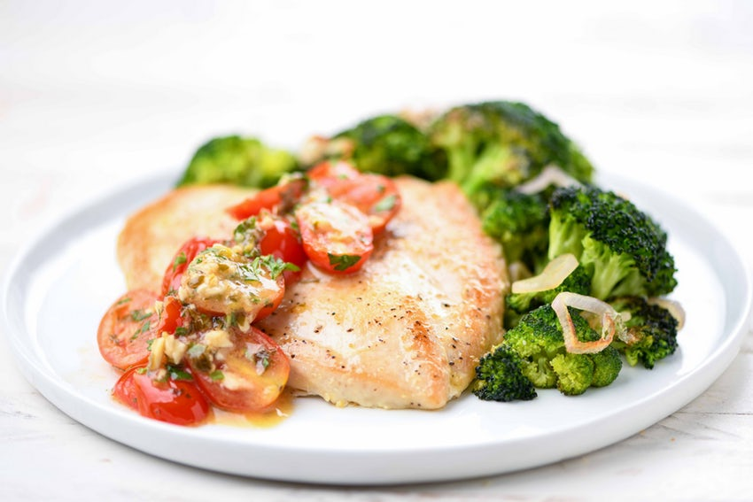Chicken Paillard - With broccoli and lemony garlic-tomato sauce