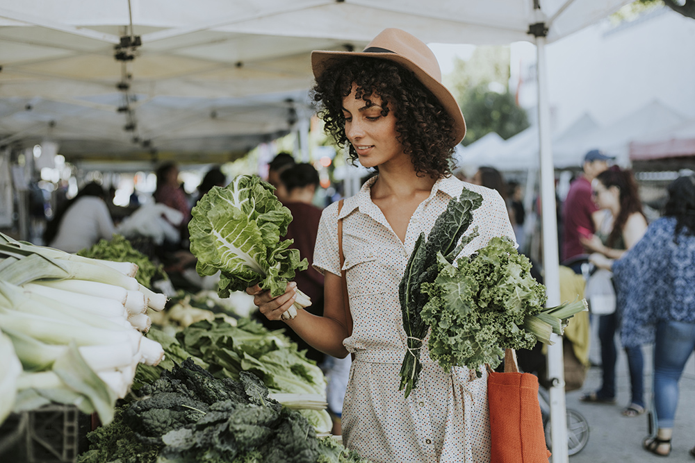 woman shopping at farmers market.jpg