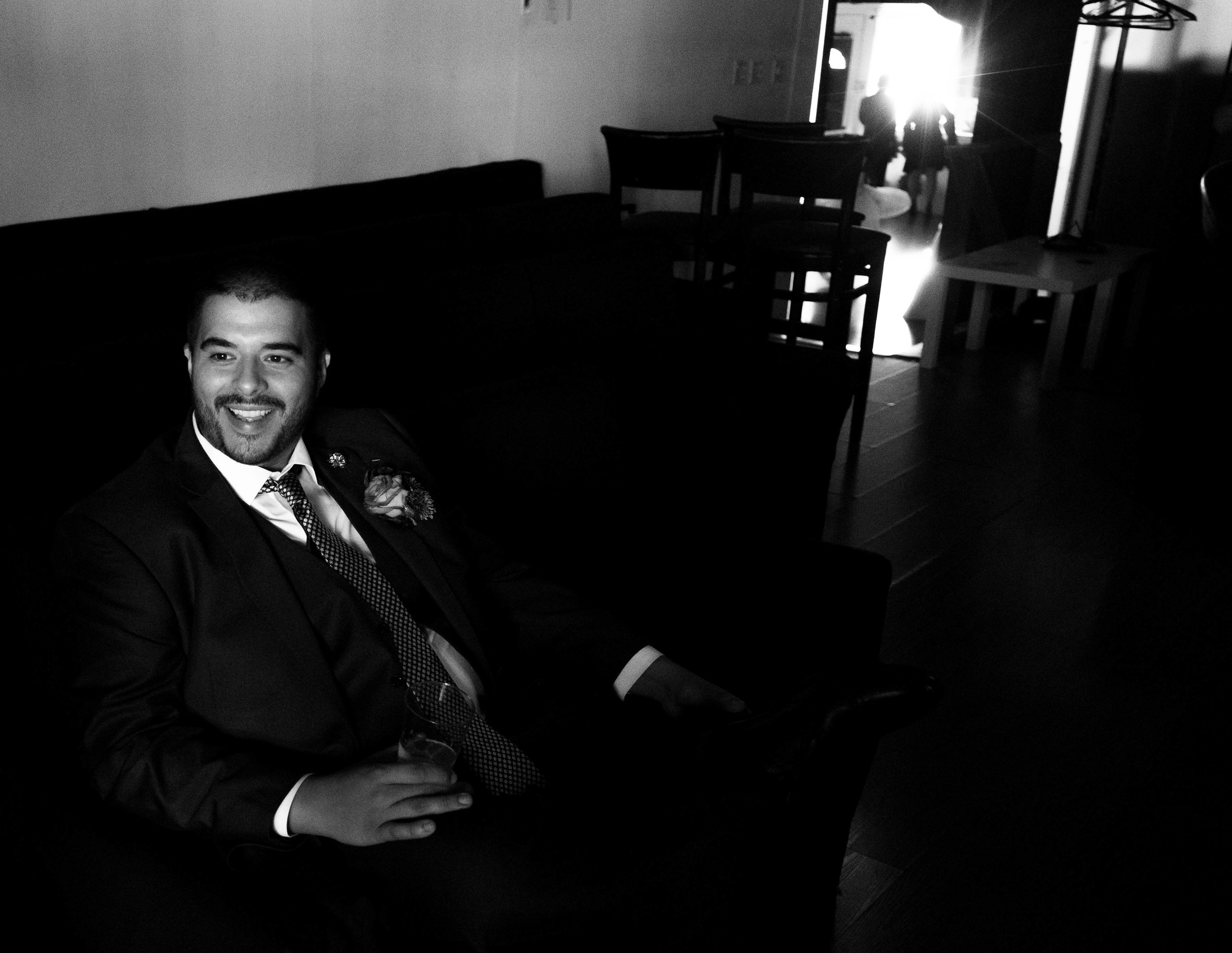 Groom relaxes and jokes
