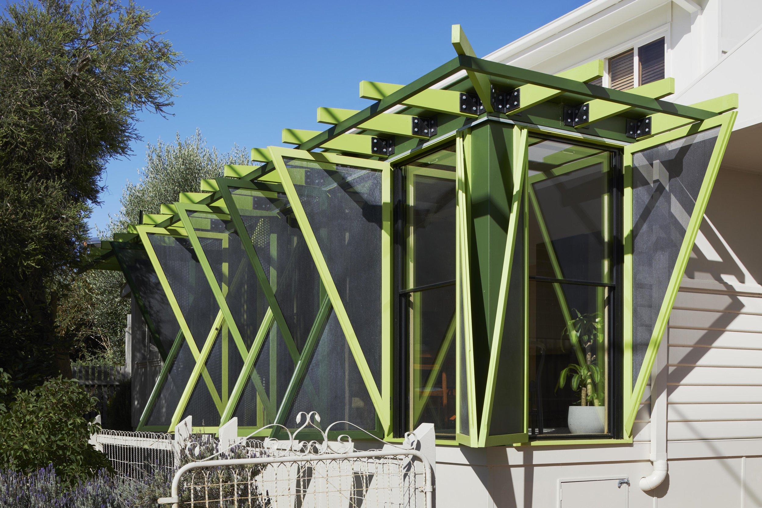 Green Shutter House | OOF! architecture | Photo: Tatjana Plitt