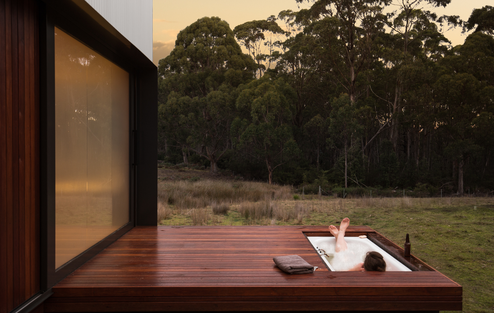 bruny-isand-hideaway-maguire-devine-architects-the-design-emotive-02.jpg