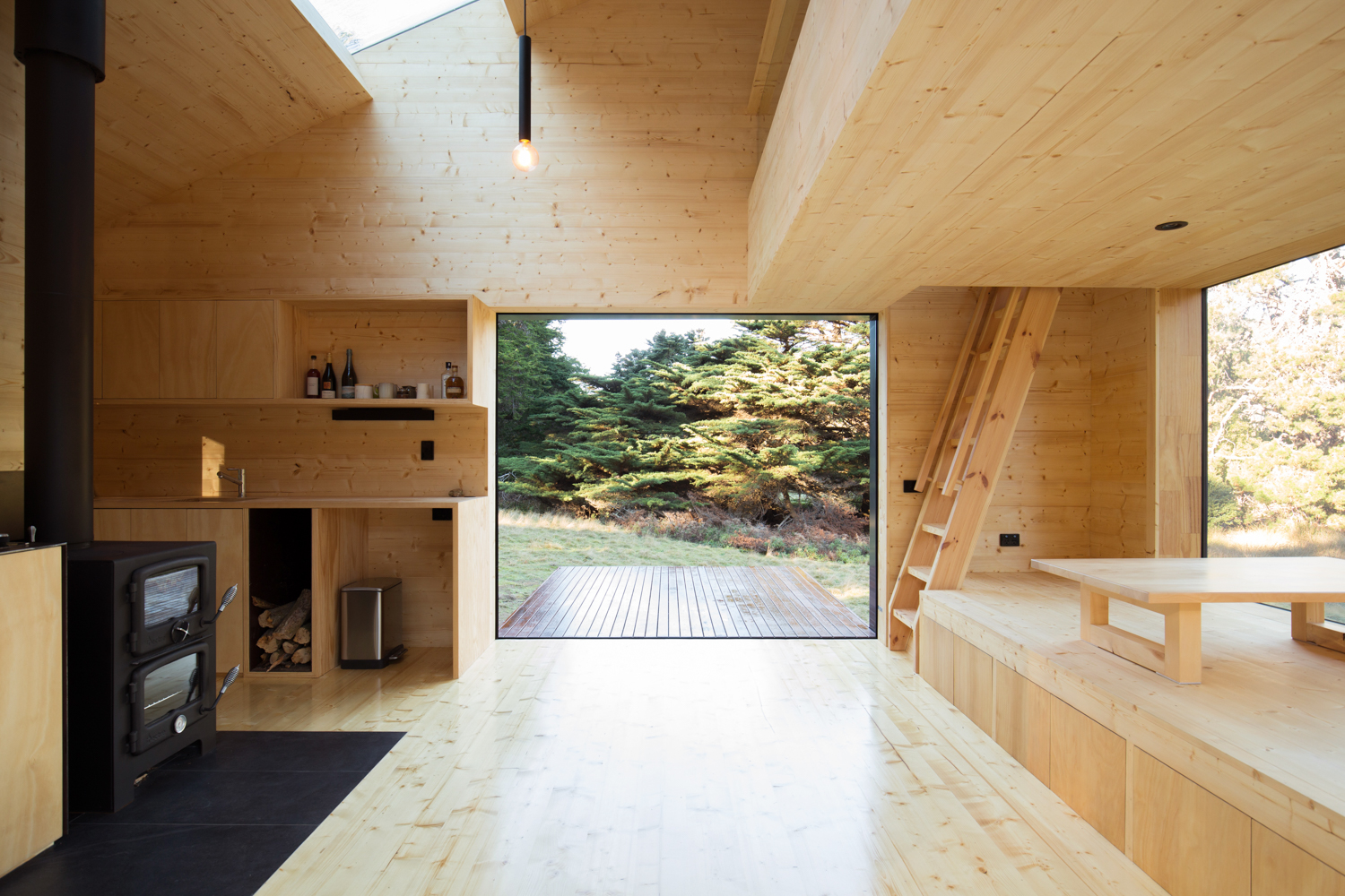 bruny-isand-hideaway-maguire-devine-architects-the-design-emotive-03.jpg
