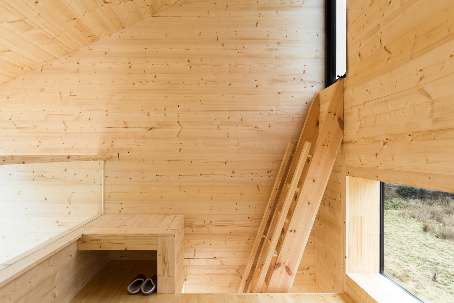 bruny-isand-hideaway-maguire-devine-architects-the-design-emotive-04.jpg
