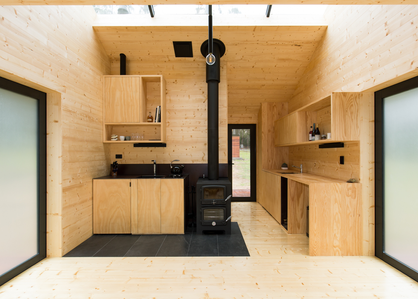 bruny-isand-hideaway-maguire-devine-architects-the-design-emotive-05.jpg