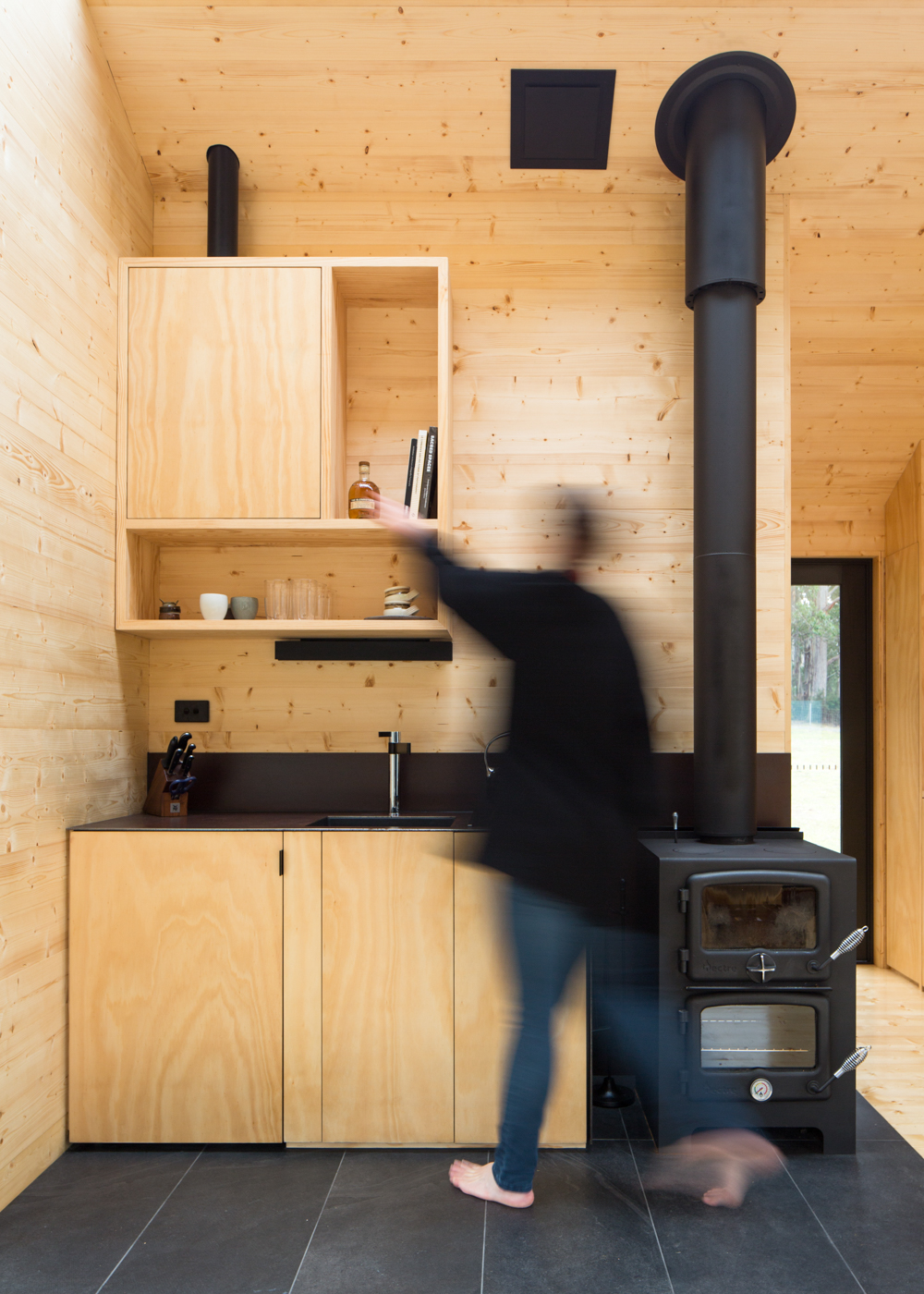 bruny-isand-hideaway-maguire-devine-architects-the-design-emotive-07.jpg