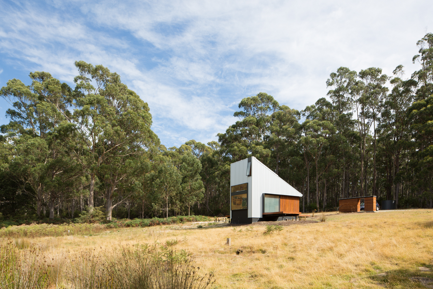 bruny-isand-hideaway-maguire-devine-architects-the-design-emotive-12.jpg