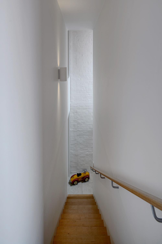brick-aperture-house-kreis-grennan-architecture-the-design-emotive-11.jpg